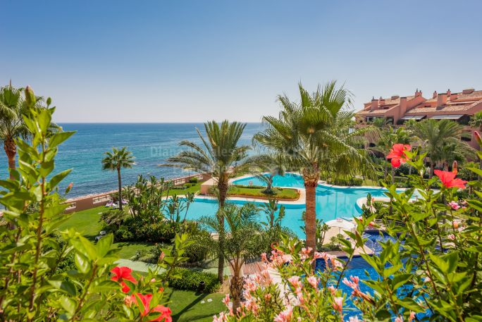 Beachfront Stunning Penthouse in Luxury Development - Duplex Penthouse for sale in Malibu, Marbella - Puerto Banus