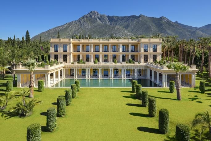 Marbella Golden Mile, Elegant Mansion within the Golden Mile