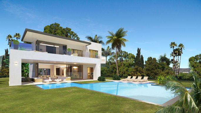Marbella Golden Mile, Exceptional Villa in Gated Community