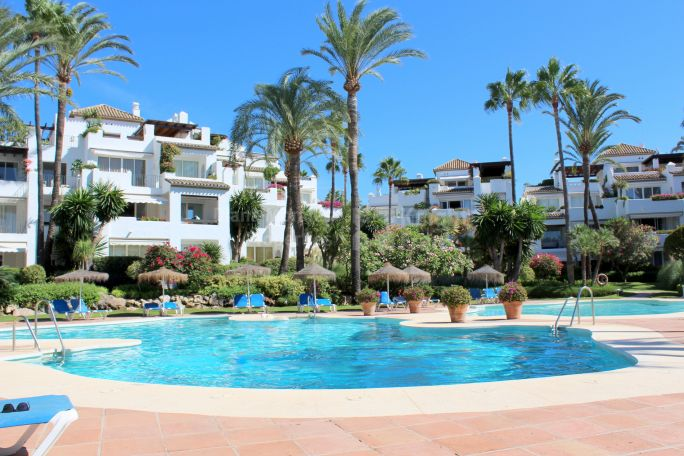 Estepona, Garden Apartment in Frontline Beach Complex