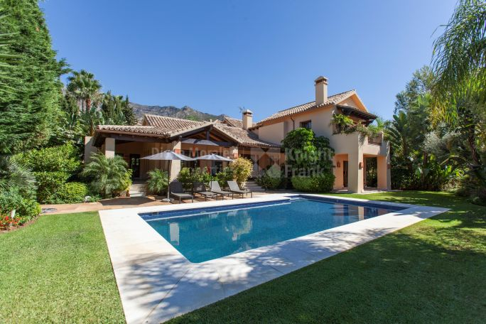 Marbella Golden Mile, Beautiful luxury villa with sea views in prestigious address