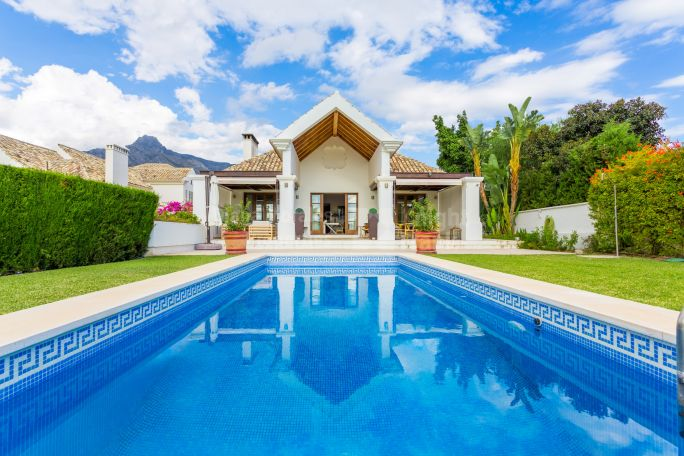 Marbella Golden Mile, Six bedroom villa in Lomas de Marbella Club