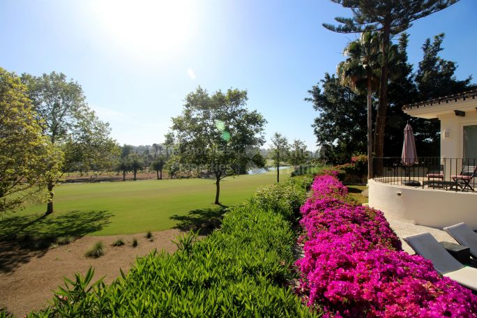 Frontline Golf Position in the heart of the Golf Valley - Villa for sale in Las Brisas, Nueva Andalucia