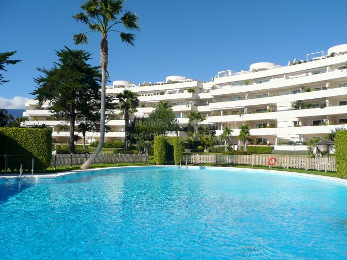 Estepona, Frontline Beach apartment