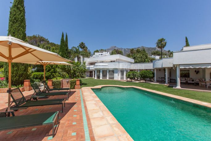 Marbella Golden Mile, Outstanding Villa In Gated Community
