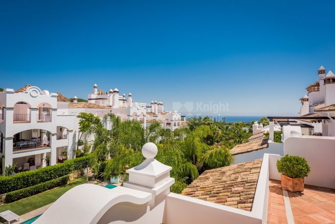 Marbella Golden Mile, Captivating Complex on the Foothills of Sierra Blanca