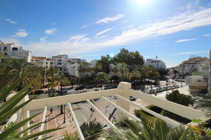 Marbella - Puerto Banus, Corner Apartment In Privileged Location
