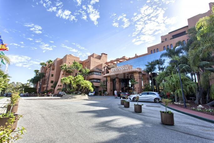 Beachfront Penthouse in 5-Star Hotel - Penthouse for sale in Kempinski, Estepona