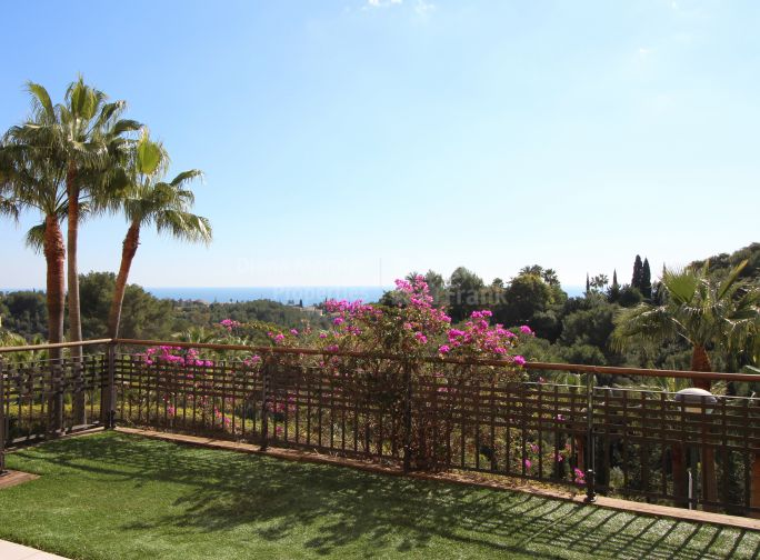 Corner Apartment with Sea Views in privileged location - Ground Floor Apartment for sale in Condado de Sierra Blanca, Marbella Golden Mile