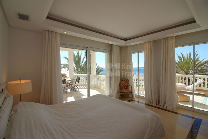 Beach Front Apartment - Apartment for sale in Las Dunas Park, Estepona