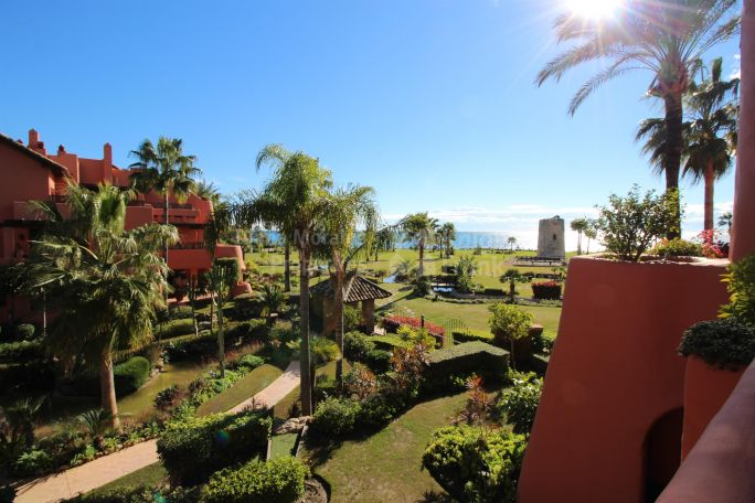 Estepona, Beach side Apartment