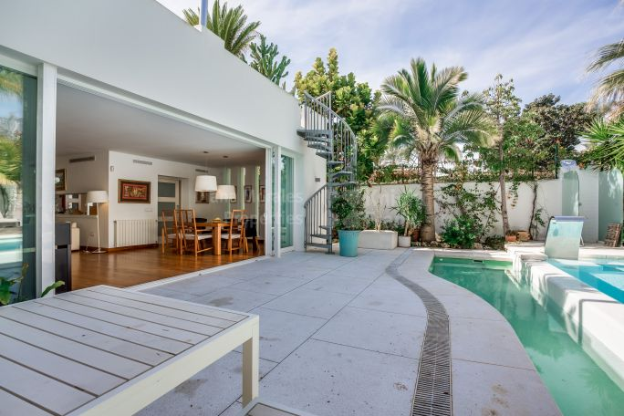 Walking to the Beach - Villa for sale in Casablanca, Marbella Golden Mile