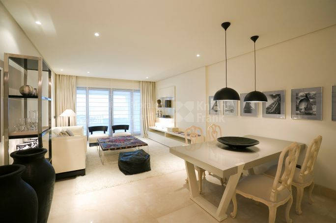 Estepona, Modern Apartment in Beachfront Development