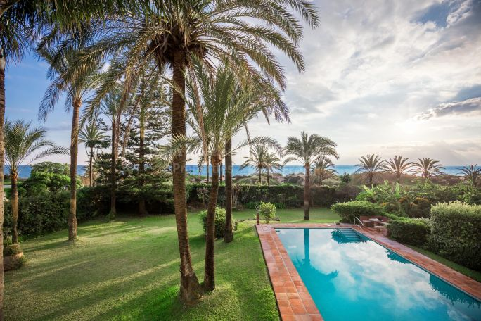 Marbella East, Beachfront Villa