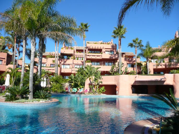 Estepona, Gracious Apartment in New Golden Mile Beachfront Complex
