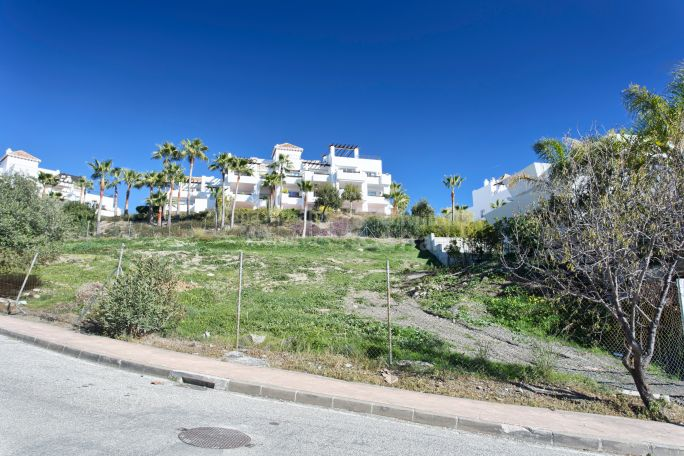 Benahavis, Plot near Golf Course in Capanes Sur