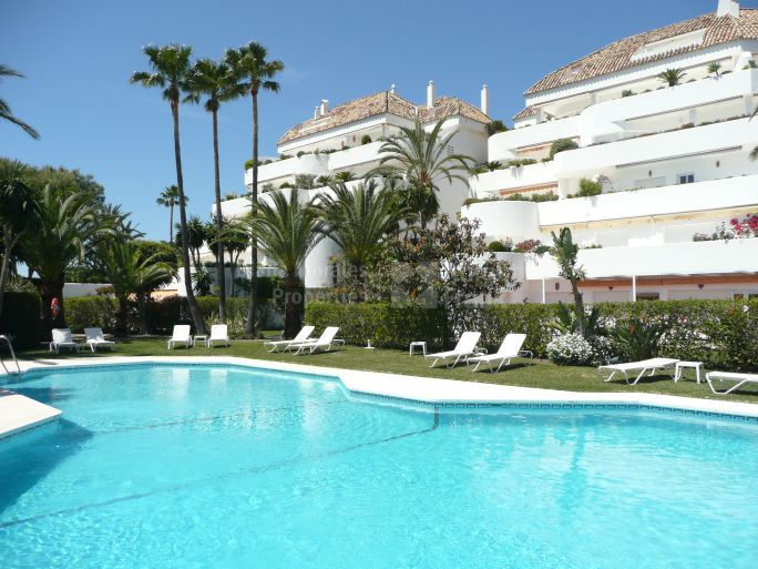 Marbella Golden Mile, Apartment in Gated Community
