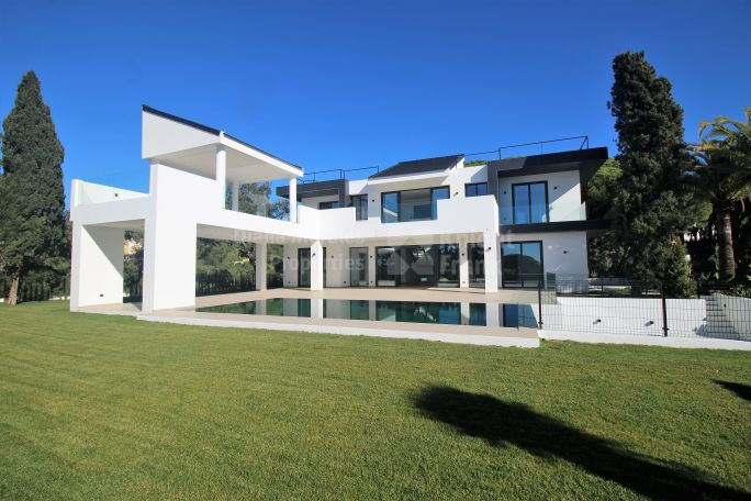 Marbella East, Contemporary design