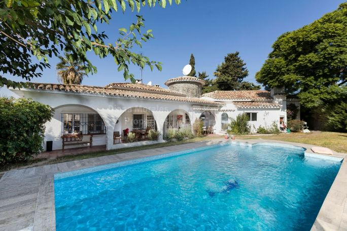 San Pedro de Alcantara, Villa in Town with Great Potential