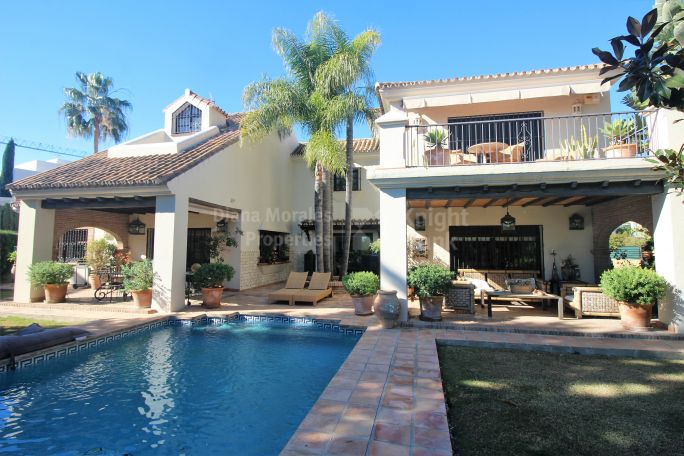 Nueva Andalucia, Chaming Villa in the Golf Valley
