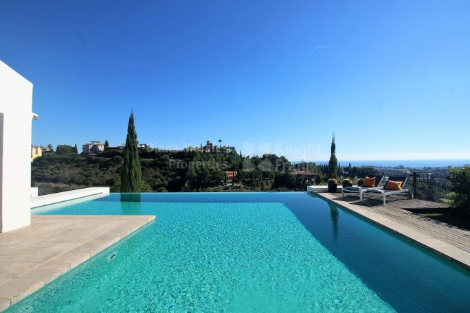 Benahavis, Modern Villa with Panoramic Sea Views in Los Flamingos Golf