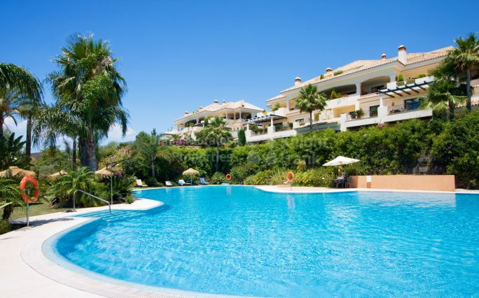 Nueva Andalucia, Ground Floor Apartment with Private Pool in Gated Urbanisation