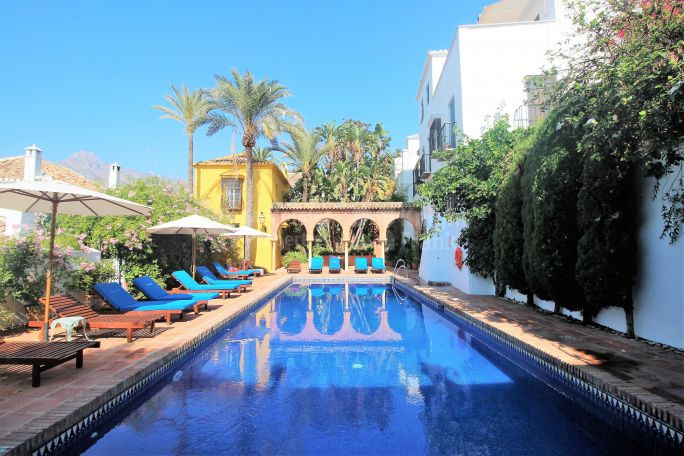 Marbella Golden Mile, Enchanting property in The Golden Mile
