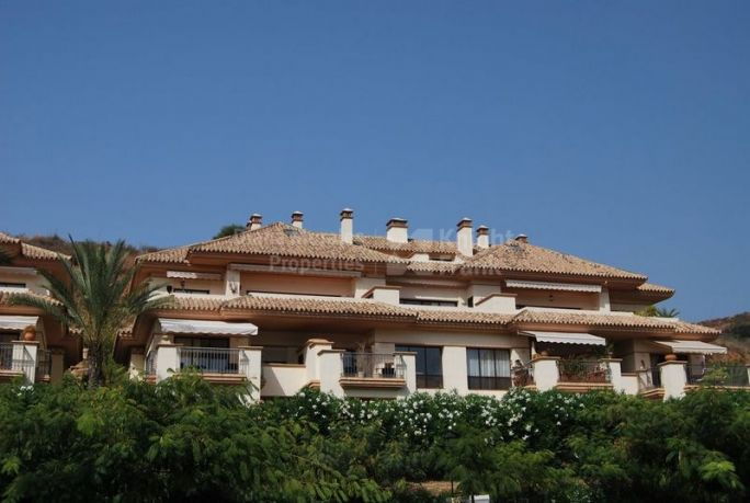 Marbella East, Bright and Enchanting Apartment by Rio Real Golf