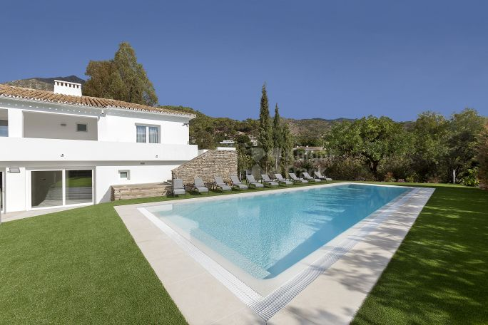 Marbella Golden Mile, Modern Villa with Great Potential