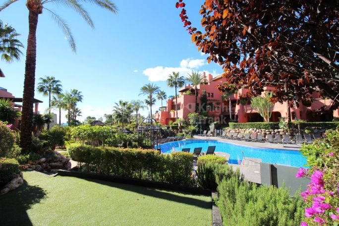Estepona, Beachside Apartment