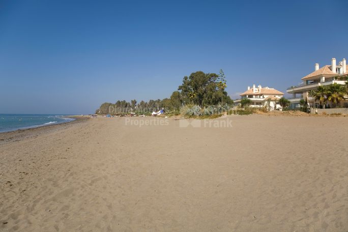 Estepona, Ground floor Apartment in Front Line Beach Development