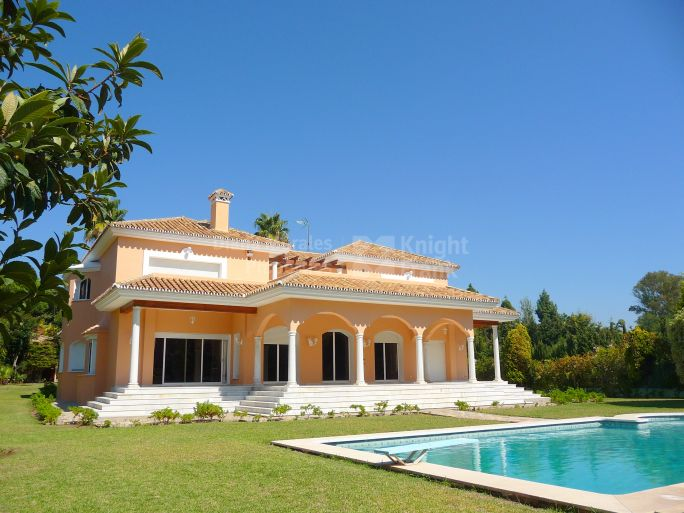 San Pedro de Alcantara, Beachside Estate