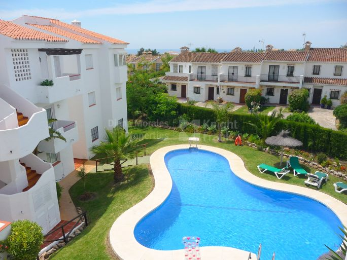 Estepona, Walk-up Penthouse ideal holiday home