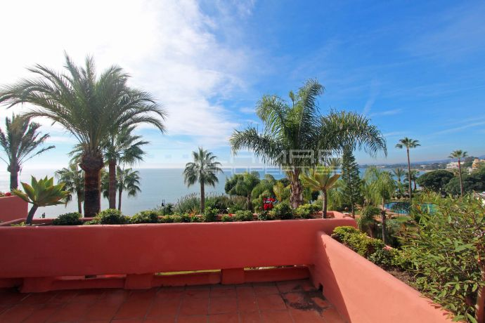 Beachfront penthouse on Marbella New Golden Mile