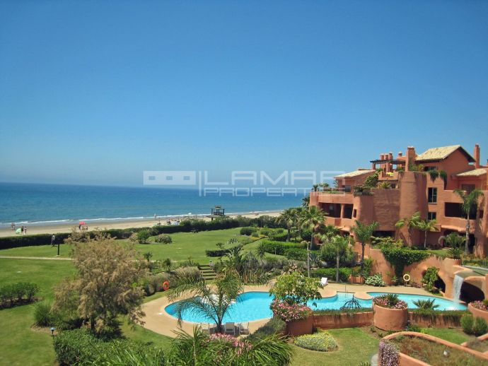 Beach front penthouse in Los Monteros - Marbella