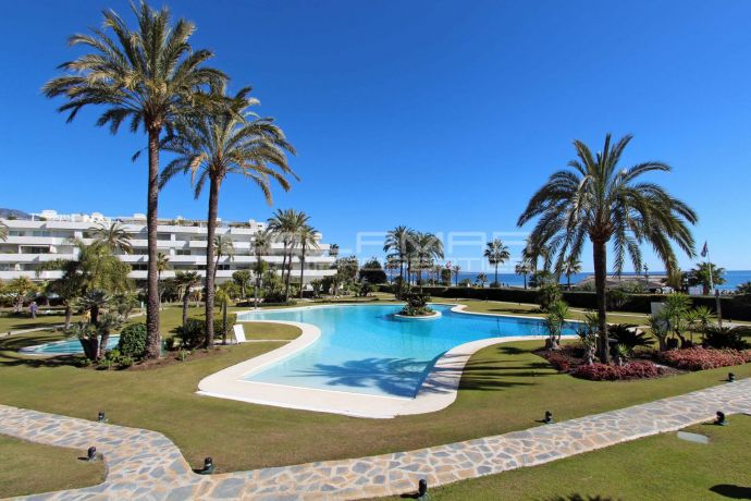 Marbella beachfront holiday rentals apartment, Puerto Banus, Los Granados