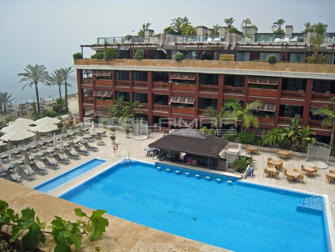 Beachfront penthouse for sale near Puerto Banus - Marbella