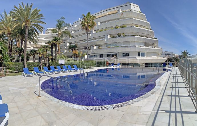 Beachfront apartment for sale in Marbella center