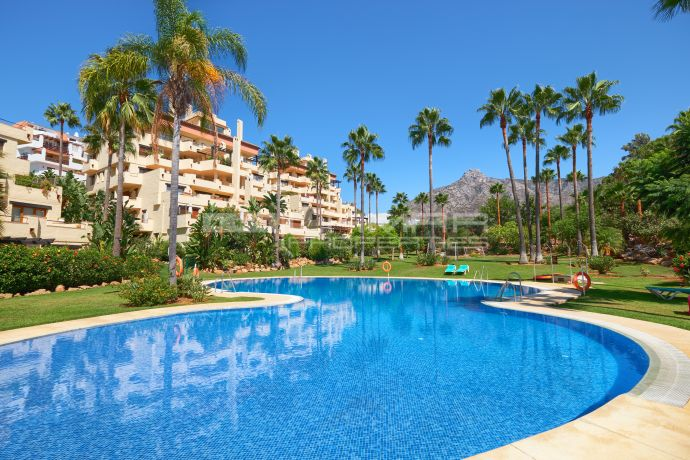 Duplex with sea views on Marbella's Golden Mile