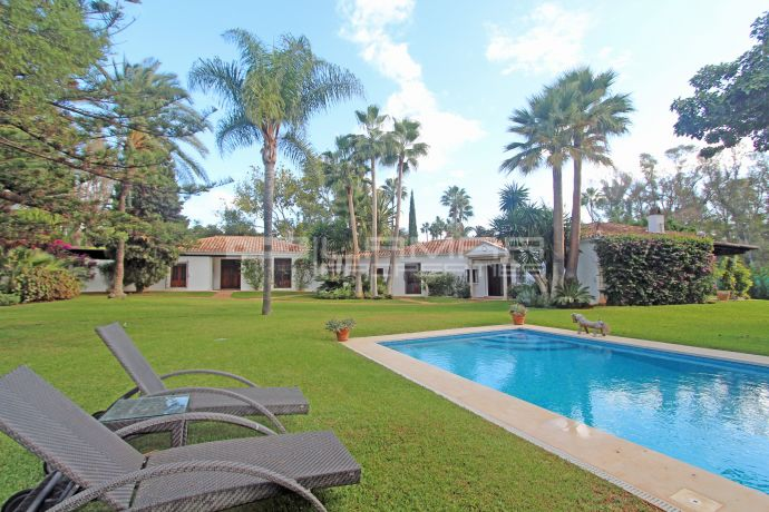 One storey beachside villa in Guadalmina Baja, Marbella