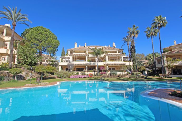 Spacious apartment in Las Alamandas, Nueva Andalucia