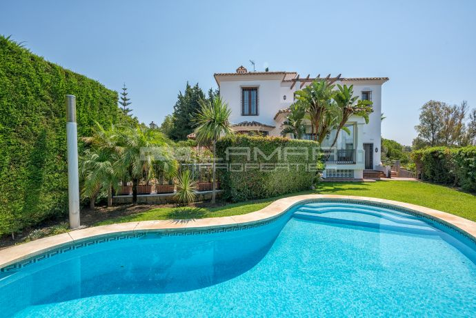 Villa with sea views in El Rosario, Marbella East