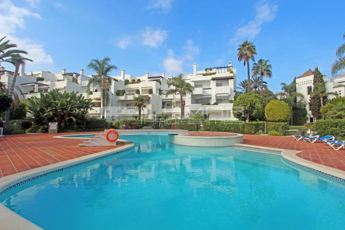Unfurnished apartment por rent in Alhambra del Mar, Marbella