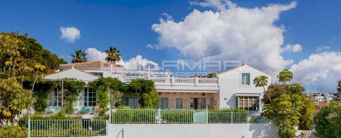 Mediterranean villa with panoramic views in El Paraiso - Estepona