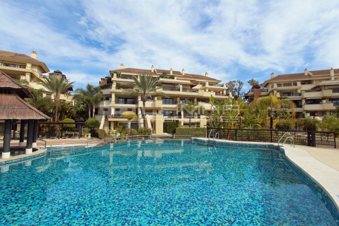 Exclusive frontline beach duplex in Laguna de Banus