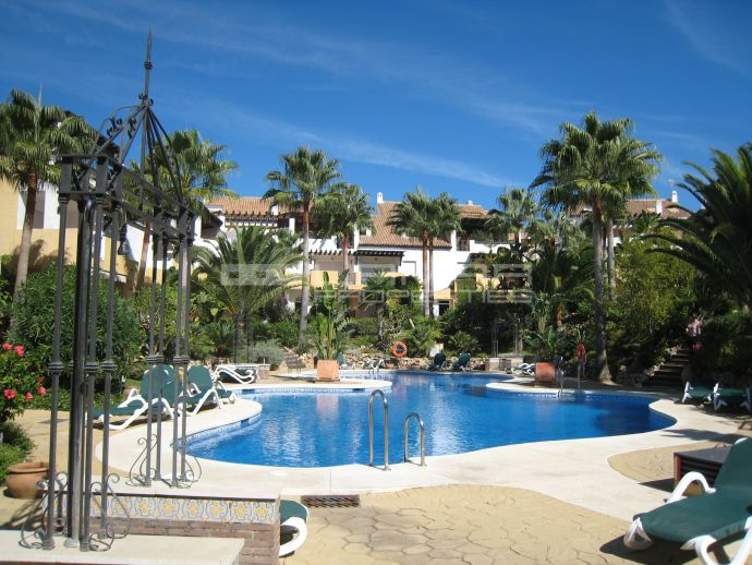 Frontline beach community in Bahia de Marbella