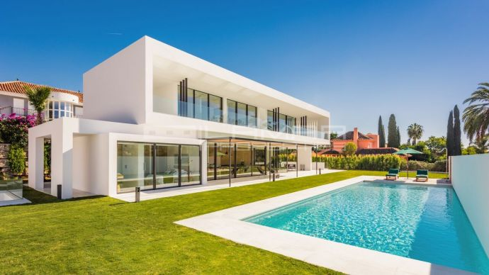 Modern villa with golf views in Las Brisas - Marbella