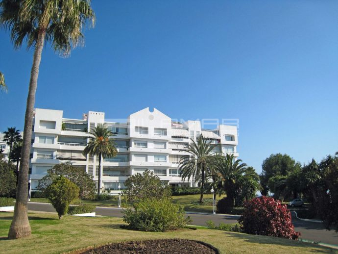 Garden apartment with sea views in Torre Real, Marbella