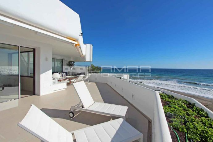 Frontline beach apartment in Guadalmina, Marbella