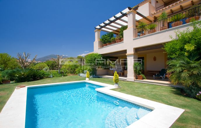 Spacious apartment with private garden and pool in Aloha Park - Marbella